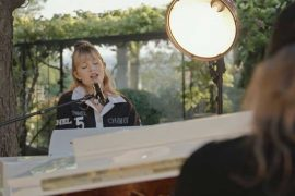 Angèle reprenant Baby One More Time de Britney Spears